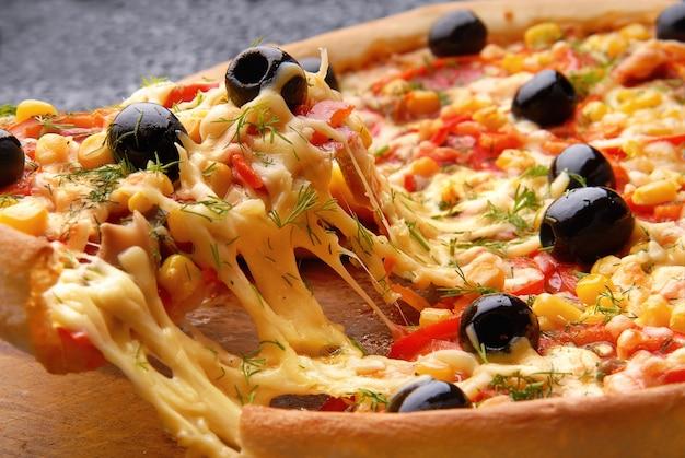 ホット自家製ペパロニピザ Premium写真