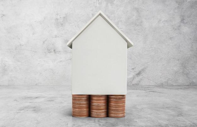 不動産投資と住宅ローンの金融概念お金コインスタック Premium写真