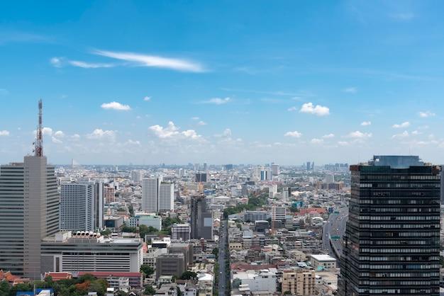 Городской пейзаж с голубым небом и облаками в бангкоке Бесплатные Фотографии