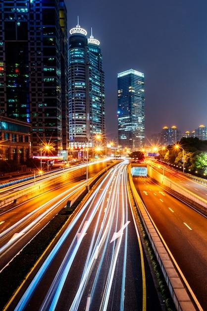 Городской трафик с городским пейзажем Бесплатные Фотографии