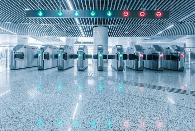Вход станции метро для калеки. Premium Фотографии