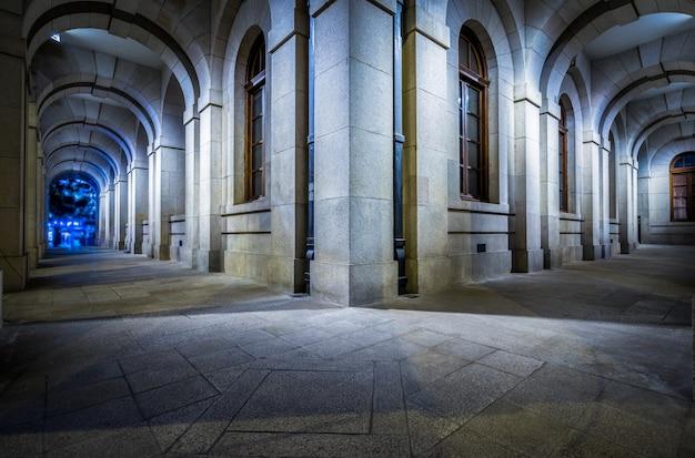 ヴィンテージ建築の広場 無料写真
