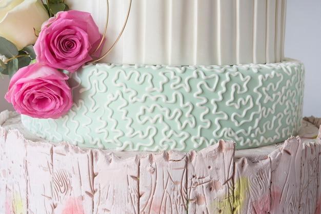 Свадебный торт помадка Premium Фотографии