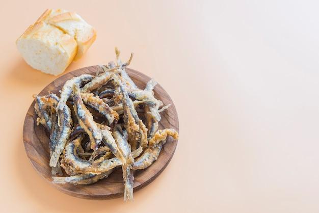 スペインの典型的な魚のタパ(ペスカイトフリット) Premium写真