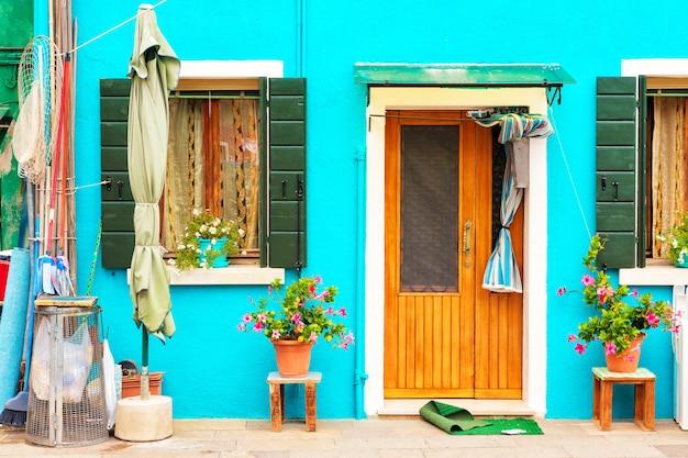 Красочный дом Premium Фотографии