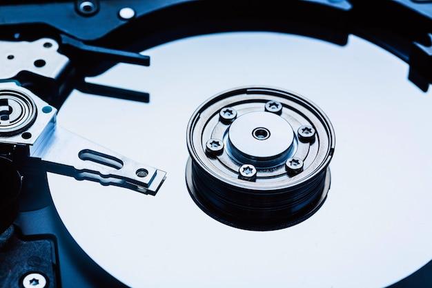 Шпиндель и пластина открытого жесткого диска Premium Фотографии