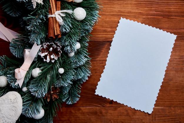 空白の文字で木製の背景にクリスマスリース Premium写真