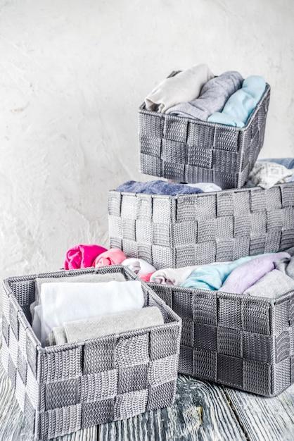Вертикальный метод уборки одежды мари кондо Premium Фотографии
