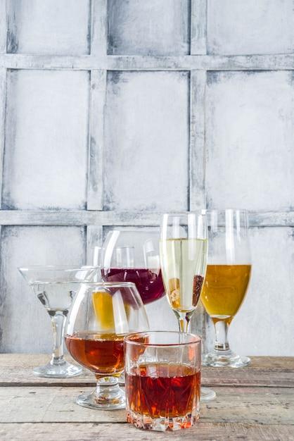 さまざまなアルコール飲料の選択 Premium写真