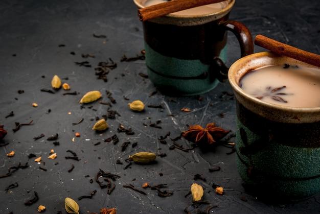 Традиционный индийский масала чай Premium Фотографии