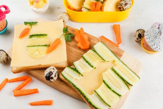 イースターの子供のための面白い朝食または夕食 Premium写真