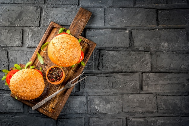 Домашние барбекю из говядины с мясом и сэндвичем Premium Фотографии
