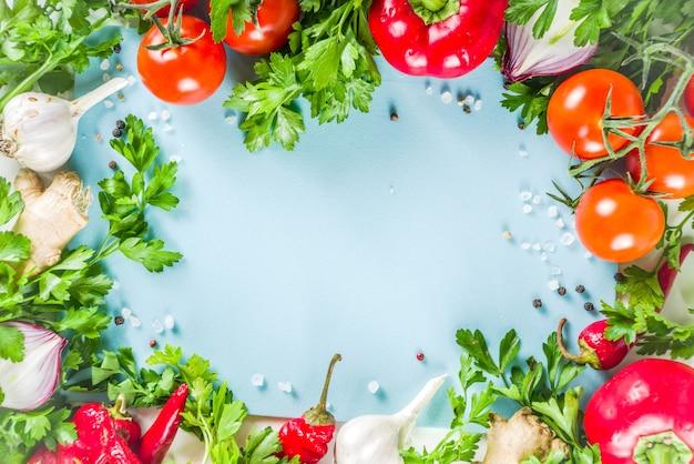 新鮮な野菜とハーブの料理の背景 Premium写真