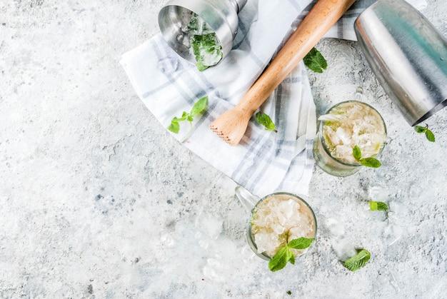 冷たい飲み物、ミントジュレップカクテルドリンク Premium写真
