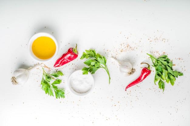 ハーブとスパイス料理の背景 Premium写真