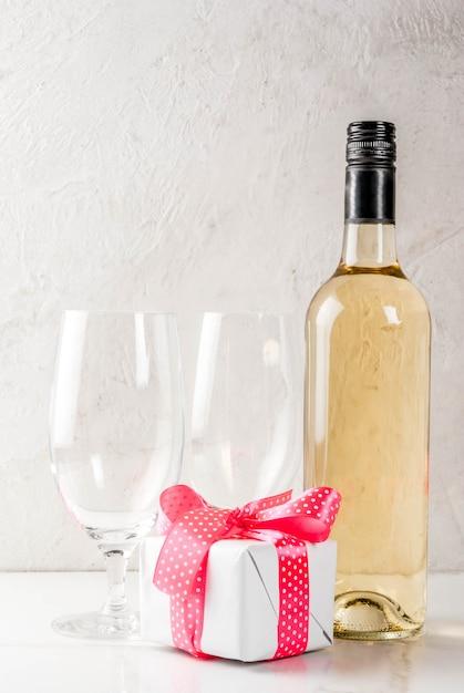 День святого валентина концепция с вином Premium Фотографии