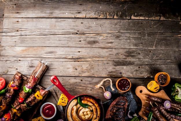各種各種バーベキュー料理グリル肉バーベキューパーティーフェスト Premium写真