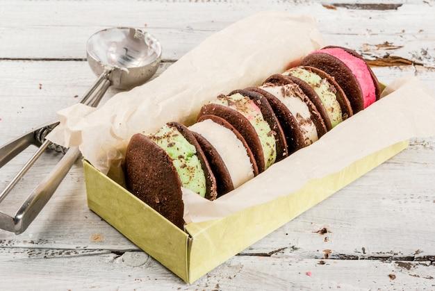 フーピーパイクッキーとアイスクリームサンドイッチ Premium写真