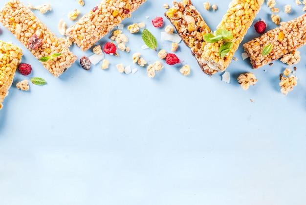 Домашняя мюсли с ягодами и мятой Premium Фотографии