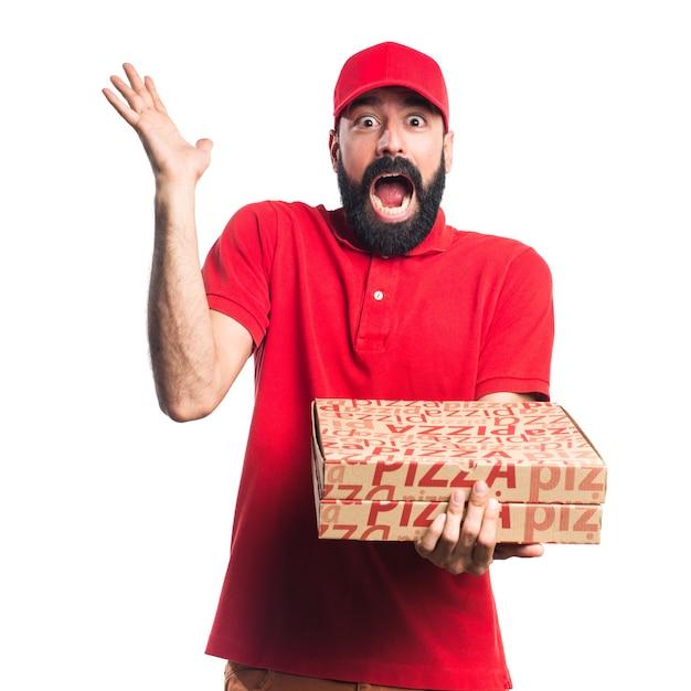 Человек доставки пиццы делает неожиданный жест Бесплатные Фотографии