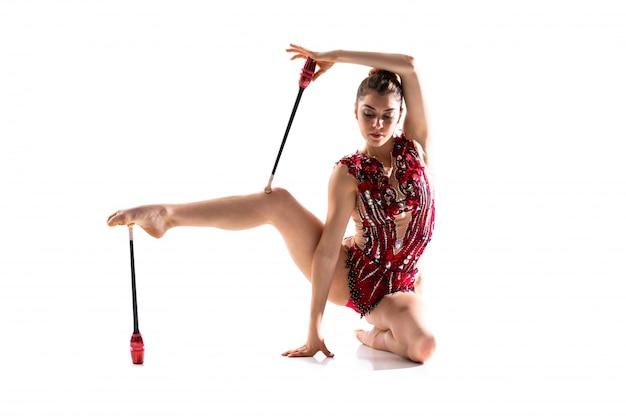 メイスと新体操をしている女の子 Premium写真