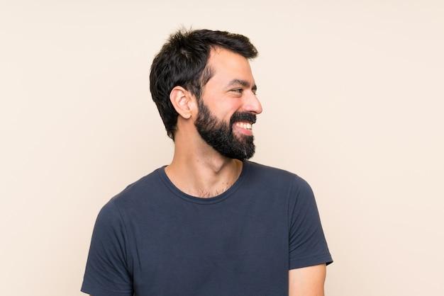 Человек с бородой думает идею Premium Фотографии