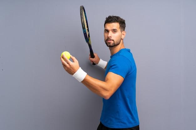 Красивый молодой теннисист Premium Фотографии