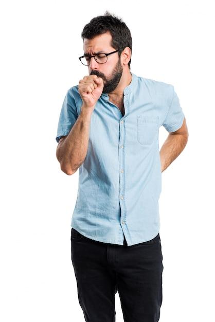 Красивый мужчина с голубыми очками кашляет много Бесплатные Фотографии