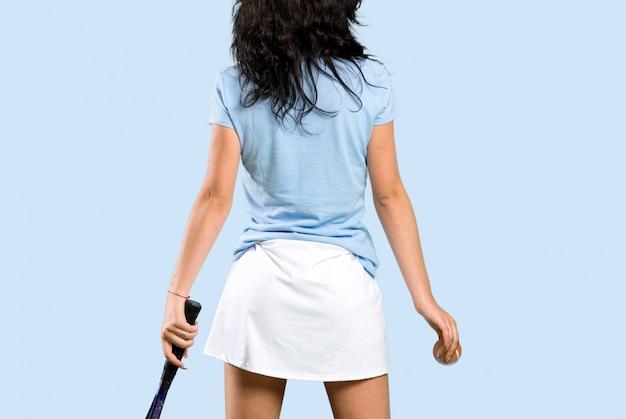 若いテニスプレーヤーの女性 Premium写真