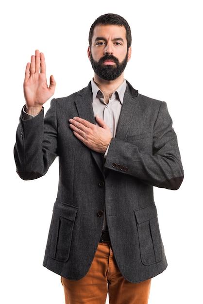 男が宣誓をしている 無料写真