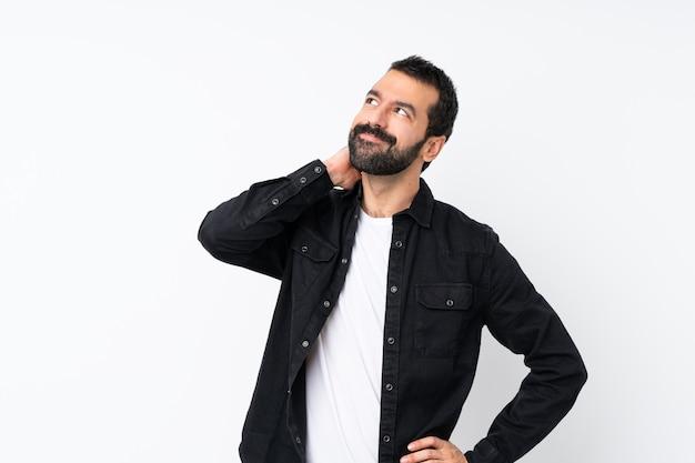 アイデアを考えてひげを持つ若者 Premium写真
