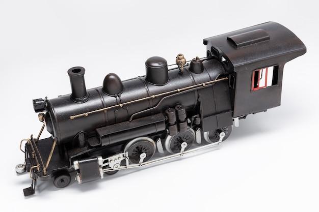 白で隔離される古い鉄道機械ブリキのおもちゃ Premium写真