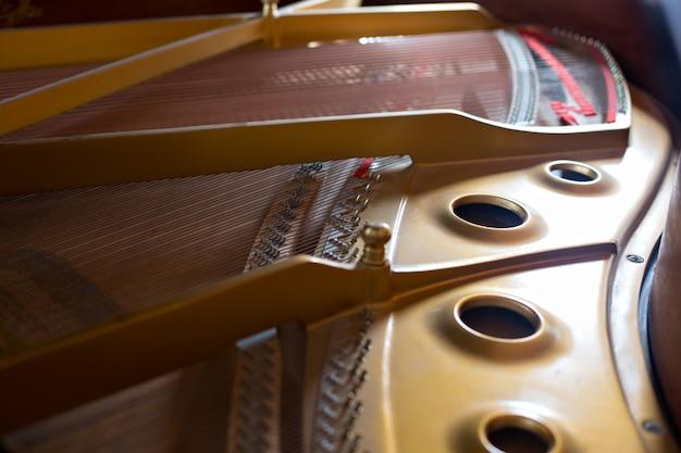 Внутренний вид классического фортепиано Premium Фотографии