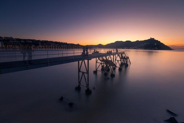 ペニスバスコ、ドノスティアサンセバスチャンのラコンチャ(コンチャ)湾からの眺め。 Premium写真