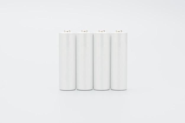 電池は、白い背景で隔離されています。コピースペースを備えたモックアップデザイン。 Premium写真