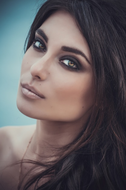 Макрофотография портрет красивой молодой женщины Premium Фотографии