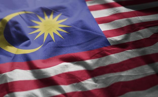 マレーシアの国旗のしわくちゃのクローズアップ Premium写真