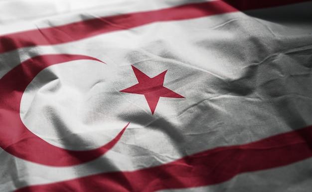 北キプロスの国旗のしわくちゃのクローズアップ Premium写真