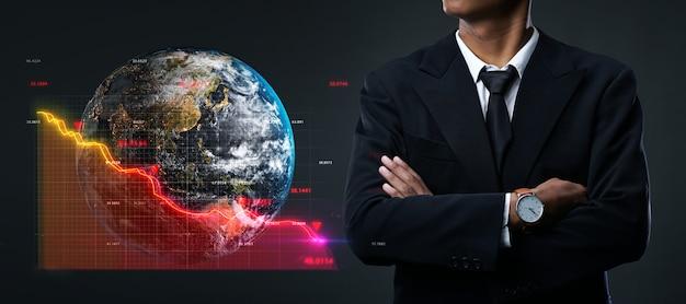 グローバル不況の概念。腕を組んでアジア系のビジネスマン Premium写真