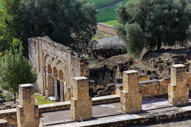 麻原メディナ。コルドバの郊外にある中世の重要なイスラム教徒の遺跡。スペイン。 Premium写真