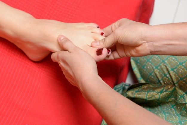 伝統的なタイの足のマッサージ 無料写真