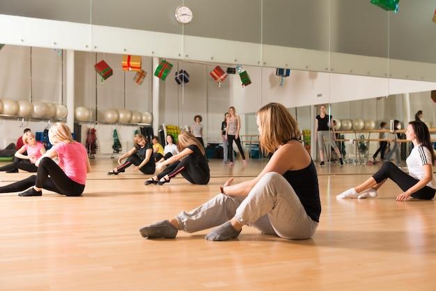 女性のためのダンスクラス 無料写真