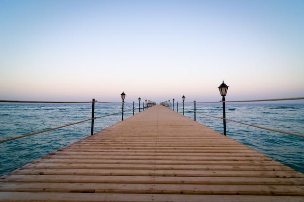 静かな木製の桟橋 無料写真