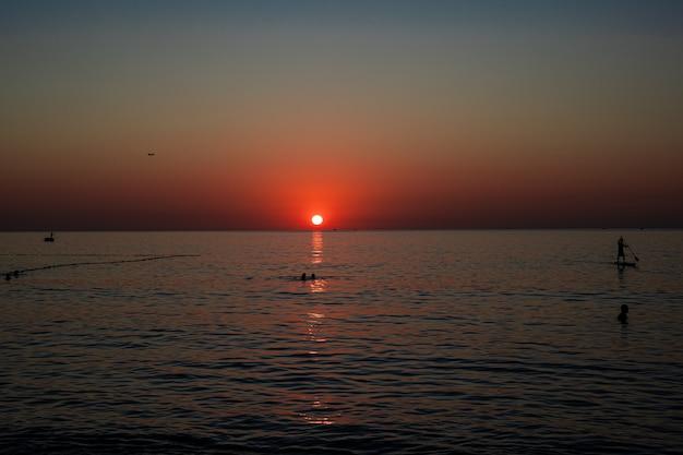 海の夕日 無料写真