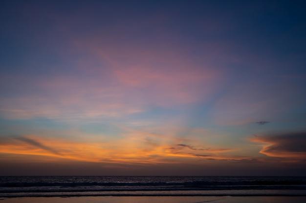 Оранжевые облака на закате океана Бесплатные Фотографии