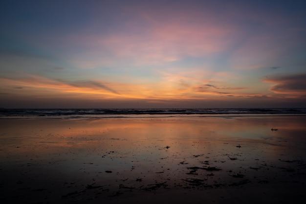 日没までの海の地平線 無料写真