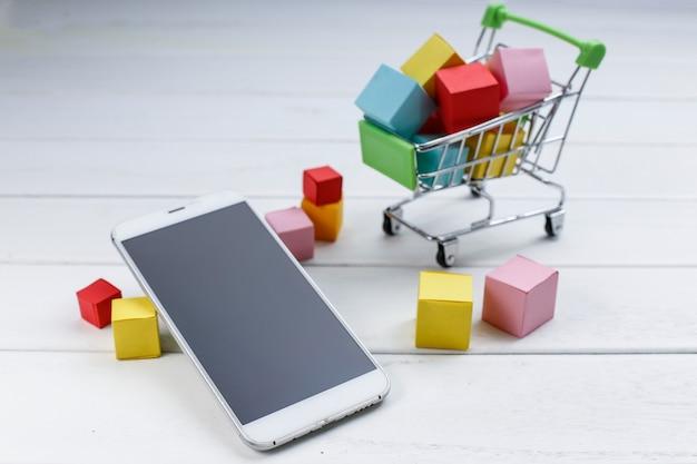 携帯電話、ショッピングカート、オンラインショッピング、モバイルショッピングコンセプト 無料写真