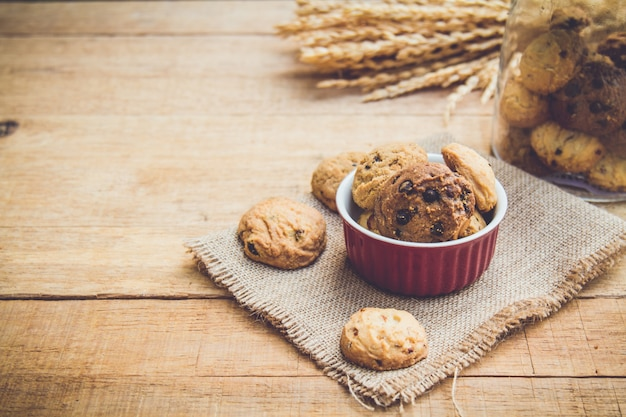 赤いカップのクッキー 無料写真
