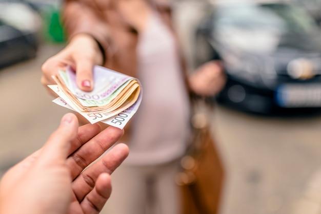 Кредитные карты с доставкой на дом курьером онлайн заявка