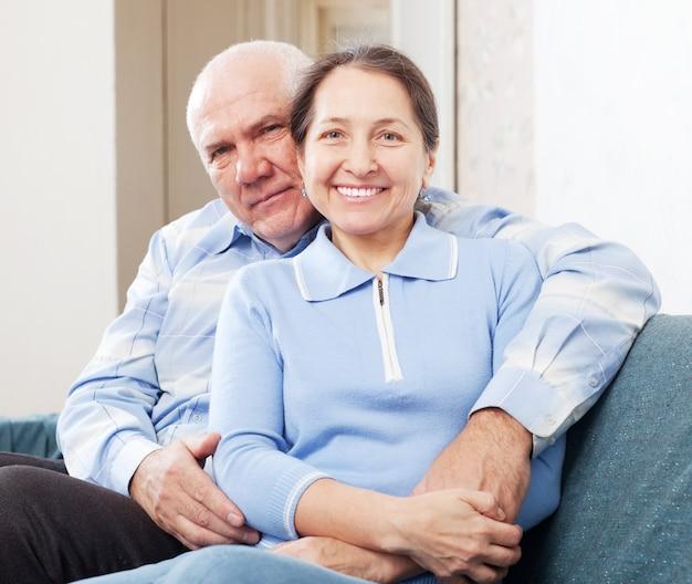 Пожилая пара в доме Бесплатные Фотографии